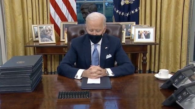 Biden signs executive orders including rejoining Paris Climate Accord, ending Muslim ban, mask mandate on fed. property.